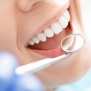 Как надолго сохранить белизну зубов