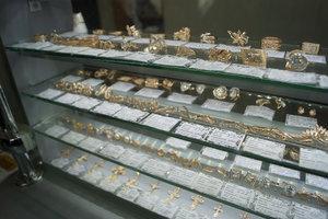 Ювелирные украшения с натуральными камнями в магазине на Козленской, 40