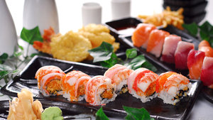 """Роллы от суши-бара """"Цунами"""""""