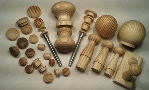 Мебельная фурнитура из дерева: крючки, ручки, пробки, шканты