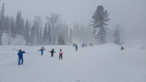 За ночь в Шерегеше выпало 50 см. снега и он продолжает идти.