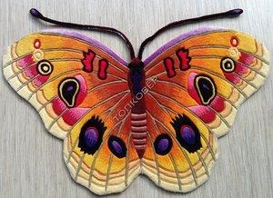 Ковры-бабочка-оригинальные ковры могут не только украсить любое помещение, но и выполнят полноценную роль ковра.