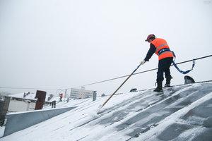 Очистка кровли от снега и наледи в Вологде