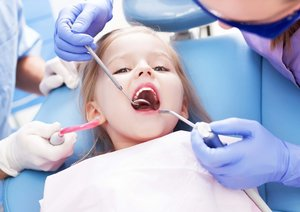 Где принимает опытный детский зубной врач?