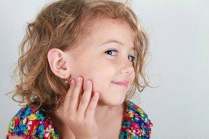 Прокалывание ушей у косметолога