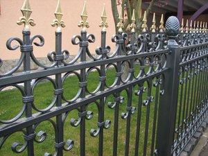 Купить металлический забор с элементами ковки в Вологде