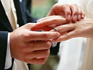 Как выбрать обручальные кольца: советы молодоженам