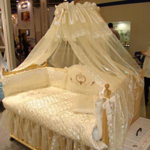 Купить набор в кроватку для новорожденных.