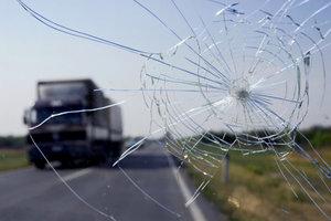 Трещина на стекле автомобиля? Мы поможем с ремонтом!