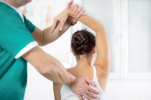 Лечение позвоночника мануальной терапией