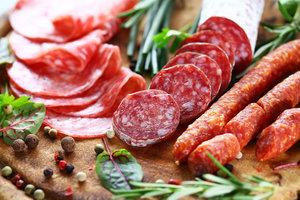 Реализация мясных деликатесов оптом