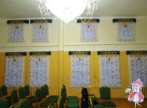 Свежие фотографии наших работ со шторами в актовый зал