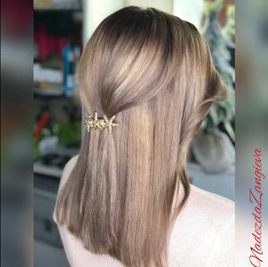 Окрашивание волос в студии красоты