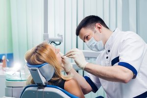 В нашей клинике ведет прием опытный стоматолог ортопед!