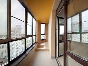Зачем нужно застеклять балконное помещение?