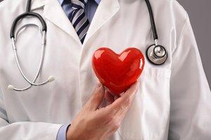 Где принимает опытный врач кардиолог?