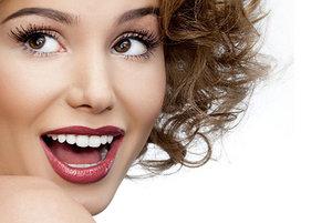 Ищете средства, как отбелить зубы? Профессиональная гигиена от «Семейного стоматолога» вернет белизну и здоровье вашим зубам!