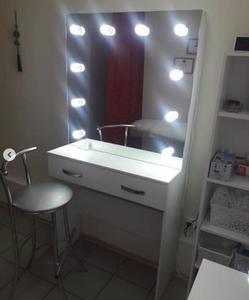 Гримёрный стол и туалетный столик с подсветкой на заказ