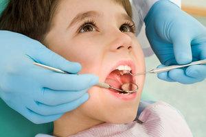 Где принимает детский зубной врач платно?