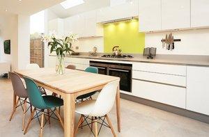 Как подобрать цвет обеденного стола для кухни?