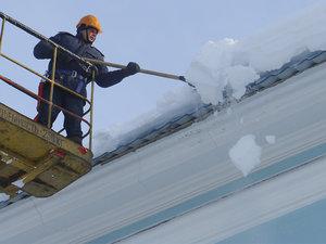 Заказать уборку снега с крыш в Вологде