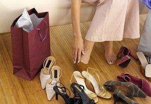 Почистим и отремонтируем летнюю одежду и обувь