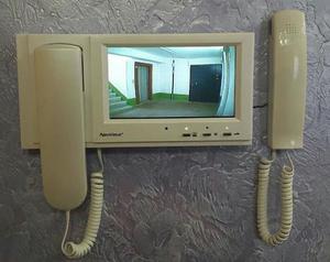 Видеодомофон на лестничной площадке
