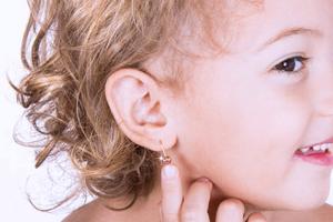 Прокалываем уши взрослым и детям. Что важно знать