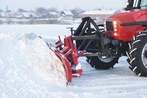 Уборка снега с территории в Вологде