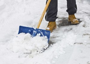 Чистка снега в Вологде