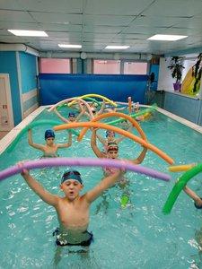 В нашем бассейне работает в каникулы детский лагерь!