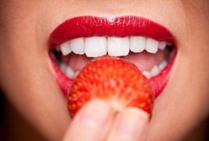 Как избавиться от желтизны на зубах