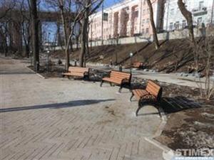 """Благоустройство Владивостока ведется с помощью уличной мебели ГК """"Стимэкс"""""""