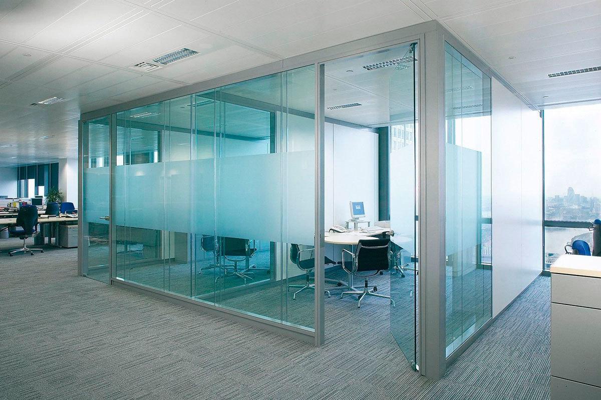 Изготолвение и монтаж офисных перегородок