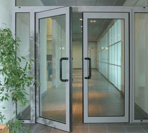 пример аллюминевых дверей1