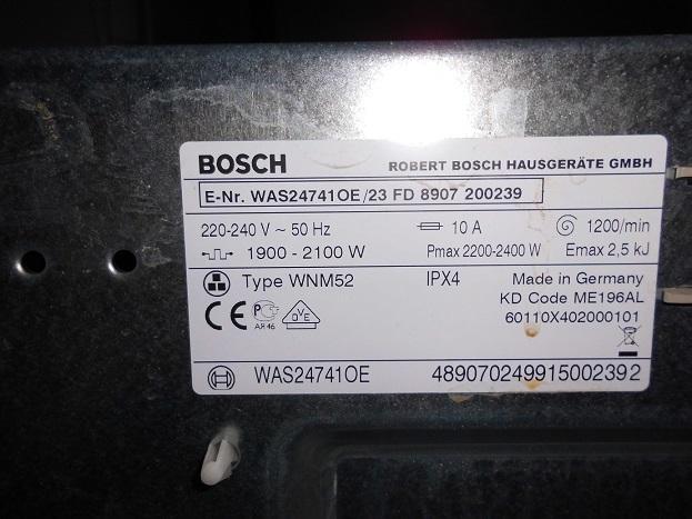 Наклейка с моделью на задней стенке стиральной машины